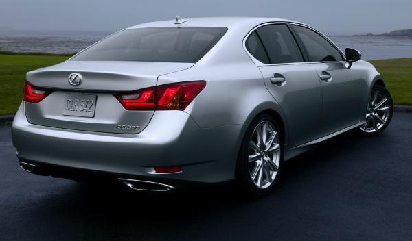 Lexus GS trasera