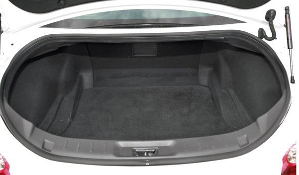 Nissan GT-R maletero
