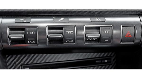 Nissan GT-R botonera