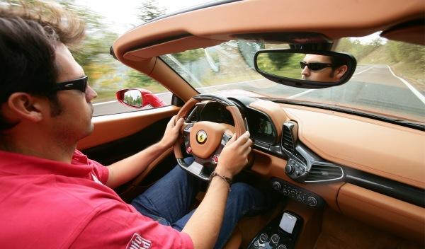 Ferrari-458-Spider-interior-volante.jpg