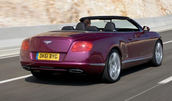 Bentley Continental GTC tres cuartos trasero