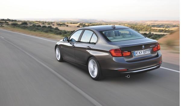 BMW-Serie-3-exterior-trasera-movimiento
