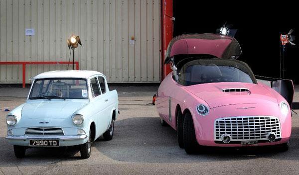 Dos-de-los-coches-de-la-exposición