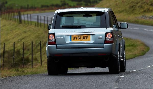Land-Rover-Range-Rover-Sport-2012-trasera