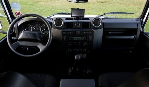 Land-Rover-Defender-2012-interior