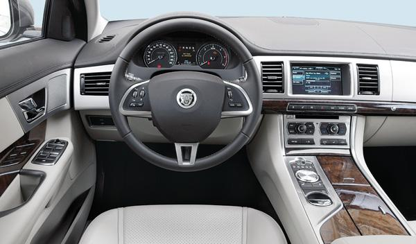 Jaguar-XF-Diesel-interior