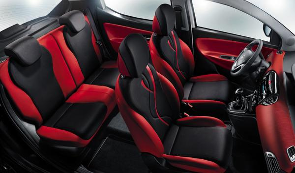 Lancia Ypsilon Black&Red interior