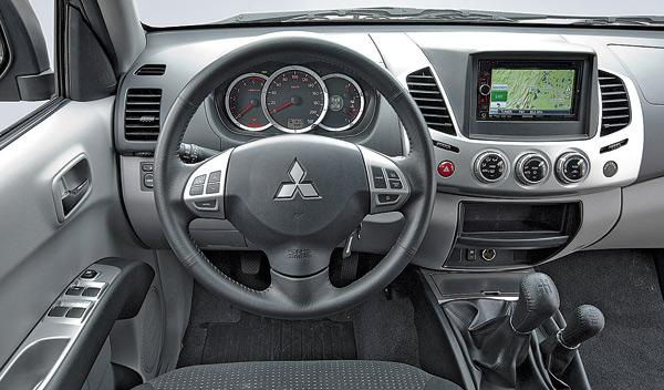 Mitsubishi L200 DI-D Motion salpicadero
