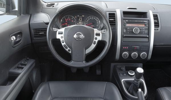 Nissan X-Trail LE 2.0 dCi 150 CV salpicadero