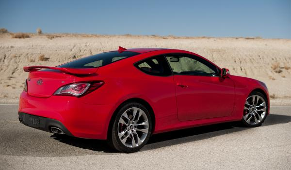 Hyundai Genesis Coupe lateral