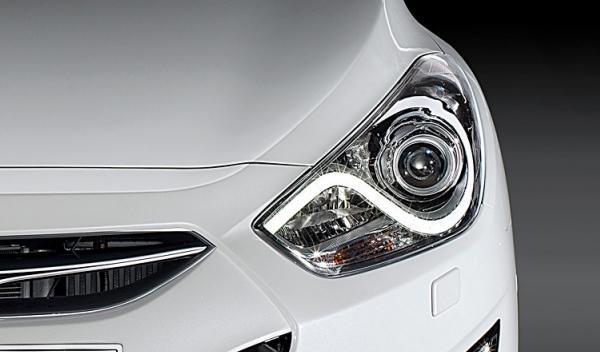 Hyundai i40 sedan 2012 con luz de día