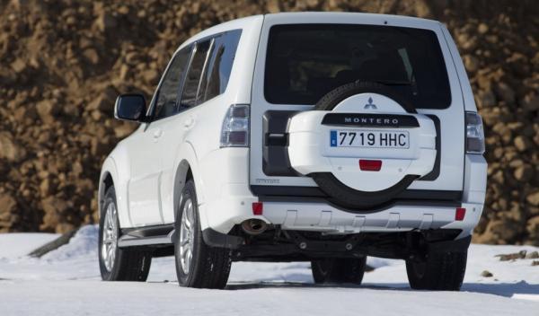 Mitsubishi Montero 2012 trasera