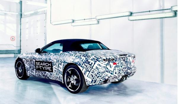 Jaguar F-Type estática trasera