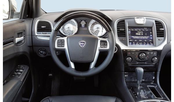 Lancia Thema 3.0 CRD 190 estática interior salpicadero