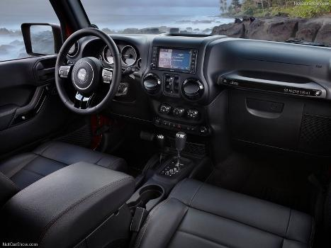 Jeep Wrangler Unlimited Altitude interior
