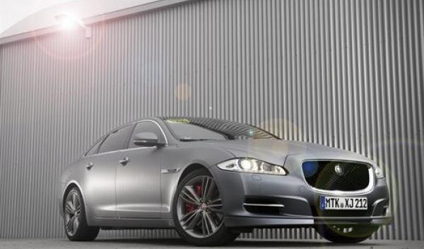Jaguar 'Nürburgring taxi' frontal