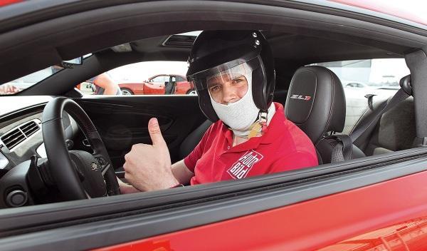 Chevrolet-Camaro-ZL1-circuito-casco