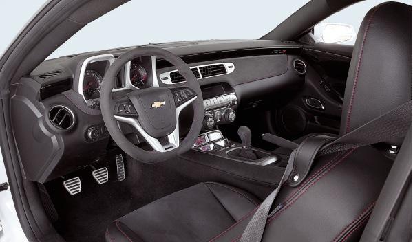 Chevrolet-Camaro-ZL1-interior-volante-pomo-palanca-cambios