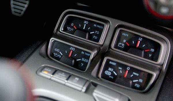 Chevrolet-Camaro-ZL1-indicadores-aceite-batería-turbo