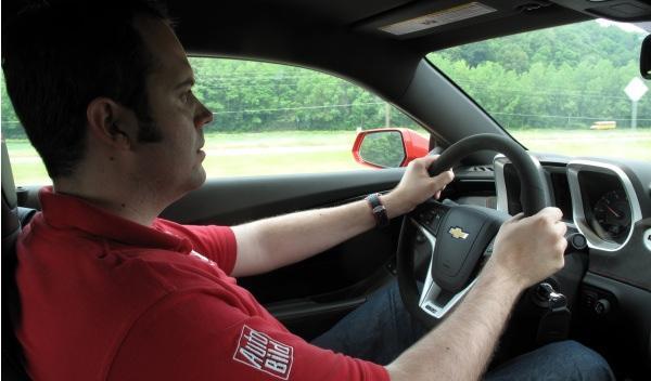 Chevrolet Camaro ZL1-ciudad-postura-conducción-elevada