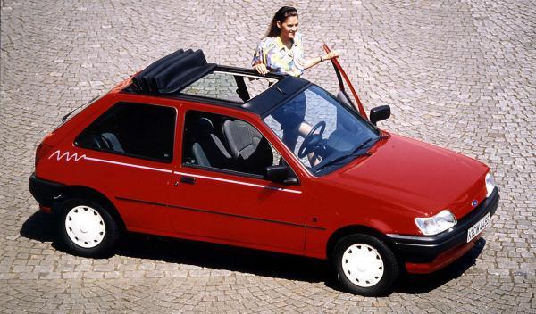 Ford Fiesta con techo escamoteable