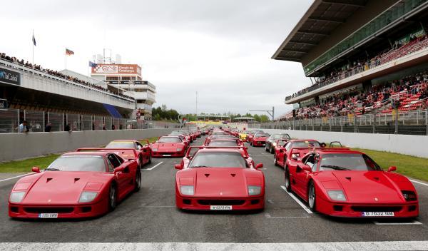 25 Aniversario del Ferrari F40 en Montmeló parrilla