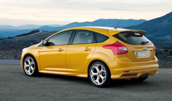 El tubo de escape doble es exclusivo del Ford Focus ST 2012