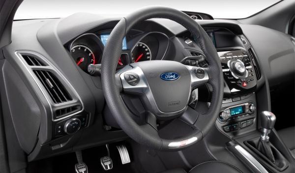Para girar completamente el ST 2012 no hace falta despegar las manos del volante