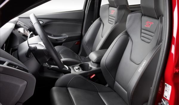 Si mides 1,90 o más, súbete al Ford Focus ST 2012 antes de comprar