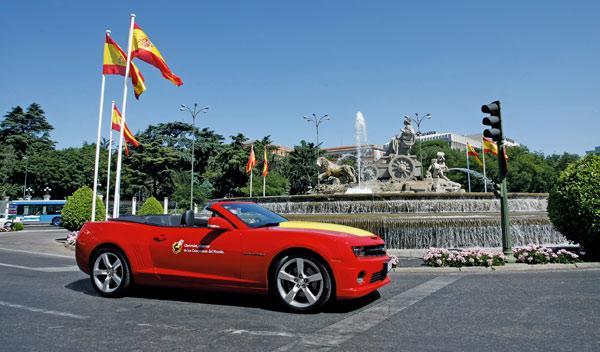 El Camaro Cabrio no solo destaca por su potente motor V8 de 432 CV, sino por sus