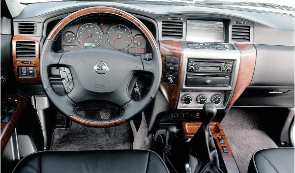 Nissan Patrol GR II, interior