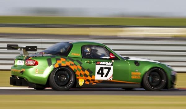 Mazda MX-5 GT4 perfil