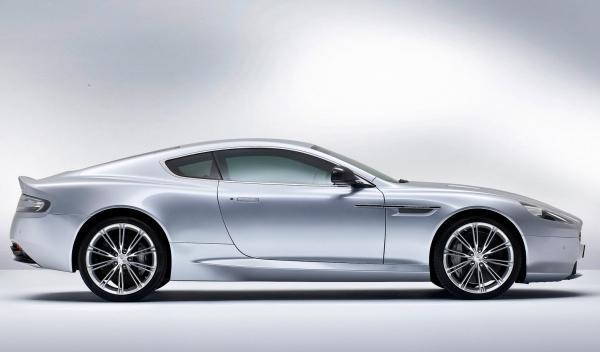 Lateral del Aston Martin DB9 2013