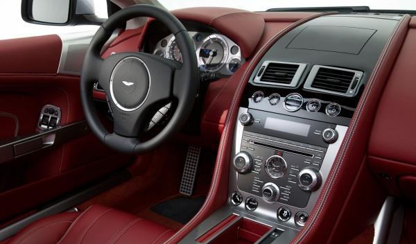Interior del Aston Martin DB9 2013