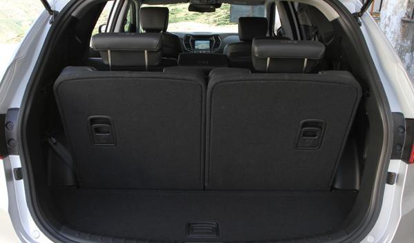 Hyundai-santa-Fe-interior-maletero