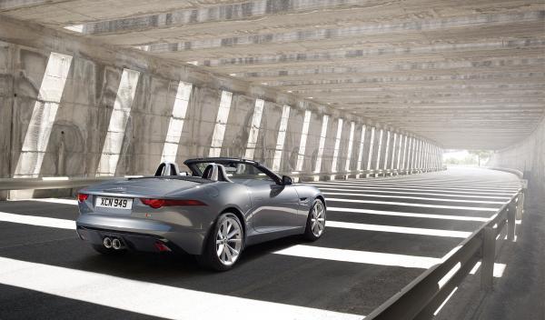 La velocidad máxima del Jaguar F-Type V8 está limitada a 300 km/h