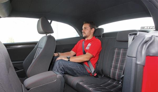 Volkswagen Golf GTI Cabrio plazas traseras