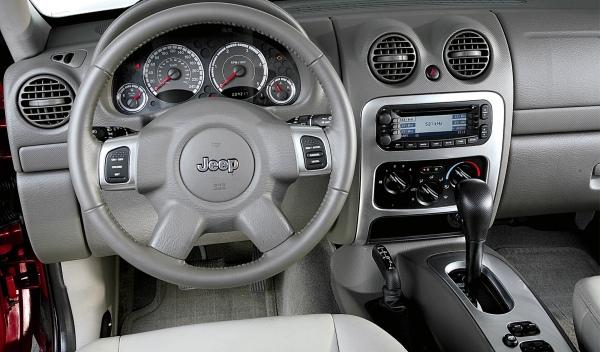 Jeep Cherokee II interior