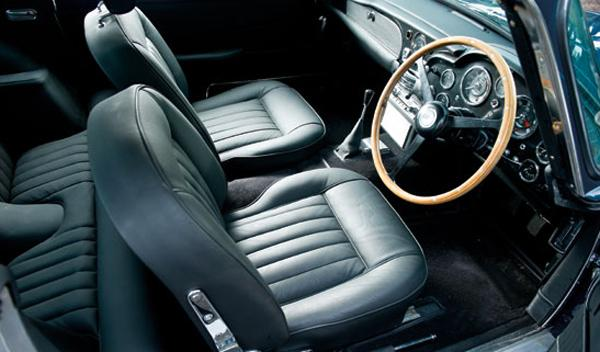 interior Aston Martin DB5 Paul McCartney subasta