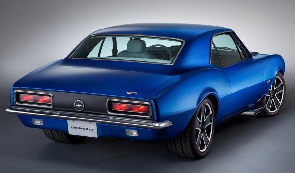 El Chevrolet Camaro del 67 ha sido tuneado por dentro, aunque por fuera mantiene