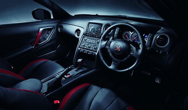 Nissan GT-R 2013 interior salpicadero