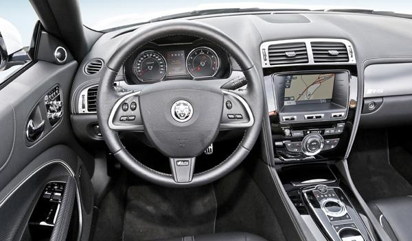 Jaguar-XKR-S-convertible-salpicadero