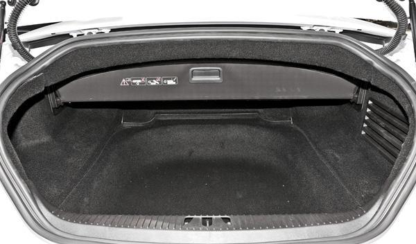 Jaguar-XKR-S-convertible-maletero