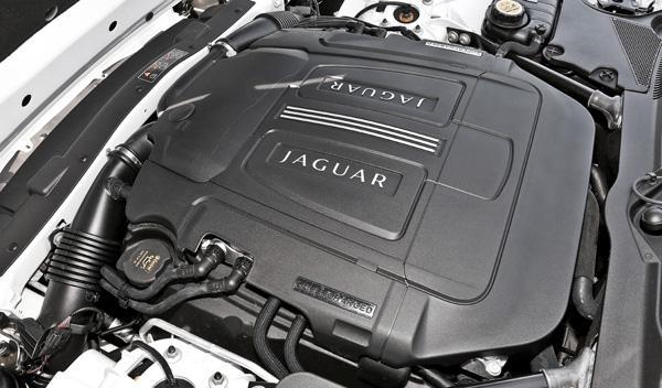 Jaguar-XKR-S-convertible-motor