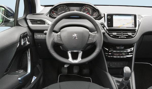 Peugeot 208 interior salpicadero