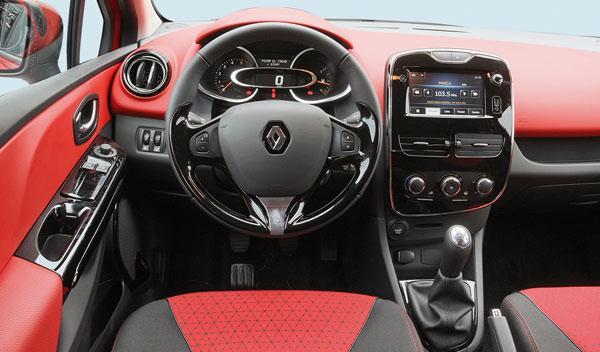 Renault Clio interior salpicadero