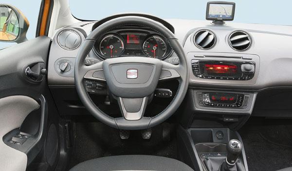Seat Ibiza interior salpicadero
