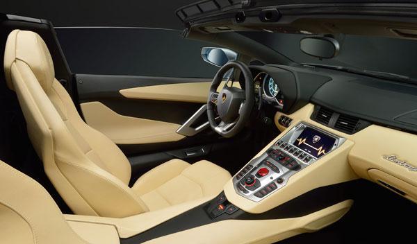 Lamborghini Aventador LP 700-4 Roadster interior salpicadero