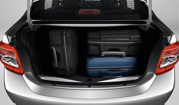 El maletero del Dacia Logan 2013 es diáfano y tiene un hueco de carga amplio