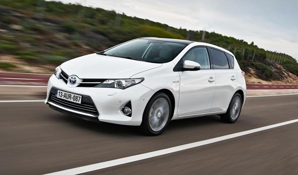 Toyota_Auris_2013_frontal